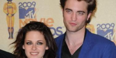 Robert Pattinson In A Love Triangle?