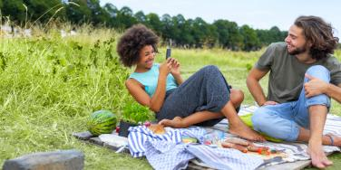 What The Sun Mercury Conjunction Means For Your Summer Romance