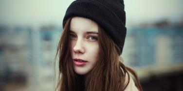 woman with beanie
