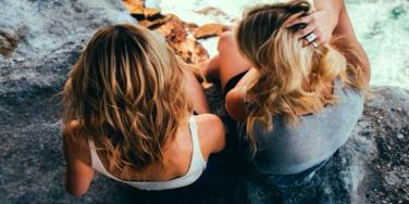7 Signs Your BFF Is TOTALLY Self-Serving And Two-Faced