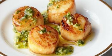 Pan-Seared Scallops With Chimichurri