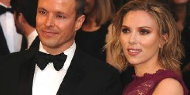 Scarlett Johansson takes her agent to the Oscars.