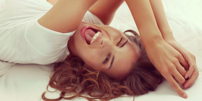 5 Healing Benefits Of Laughter & Humor When You're Stressed Out