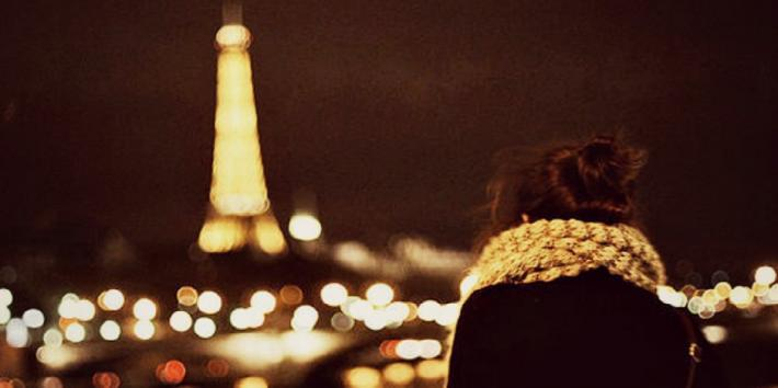 girl looking at the eiffel tower