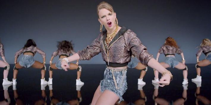 """Taylor Swift looking obnoxious in her """"Shake It Off"""" music video from the album """"1989"""""""
