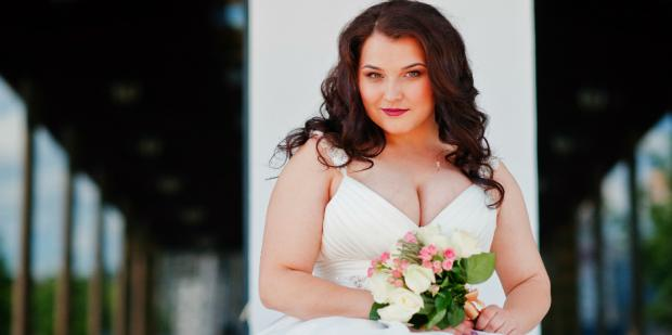 20 Best Wedding Dresses For Curvy Brides — At All Price Points
