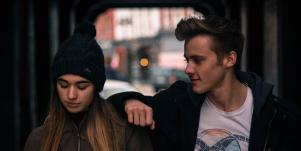 """5 Reasons Why """"The Friend Zone"""" Is Sexist & Attacks Women"""