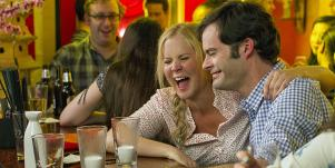 Amy Schumer and Bill Hader drinking at a bar in 'Trainwreck'