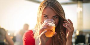 Single People Who Drink Beer Are More Likely To Get A Date