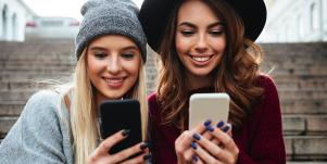women using apps to make new friends