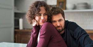 How Blissfully Married Couples In Healthy Relationships & Marriages Stay In True Love