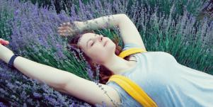 4 Calming Essential Oils For Taming Your Anxiety Naturally