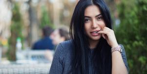 3 Weird Things That Happen To Your Brain When Flirting