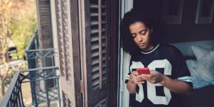 How To Stop Texting Him When He's Made It Clear You're An Option, Not A Priority