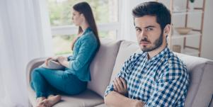 couple deciding who should move out