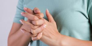 Why Do People Crack Their Knuckles? The Real Reason You're Addicted To Cracking Your Knuckles