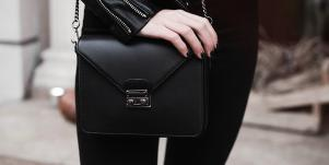 How You Carry Your Purse Says This About Your Personality