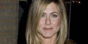 Jennifer Aniston mocks her dating life at awards ceremony