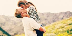 couple kissing in spring