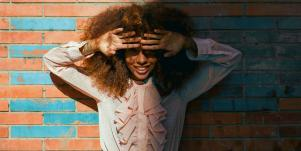 8 Little Things Women Do That Guys *Secretly* Can't Get Enough Of
