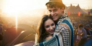 How To Make A Man Fall In Love With You By Doing These 5 Things Guys Need